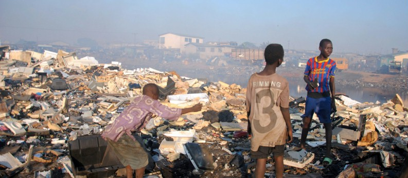 KNA_267046_Ghana-Muellsammler_793x_
